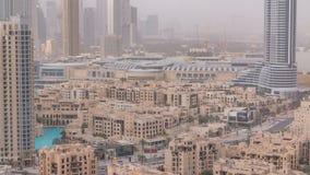 Horizonte céntrico de Dubai con el timelapse recidential de las torres, visión desde el tejado almacen de video