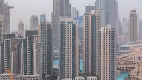 Horizonte céntrico de Dubai con el timelapse recidential de las torres, visión desde el tejado almacen de metraje de vídeo