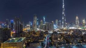 Horizonte céntrico de Dubai durante todo el timelapse de la noche con Burj el Khalifa y la otra opinión paniramic de las torres d almacen de metraje de vídeo