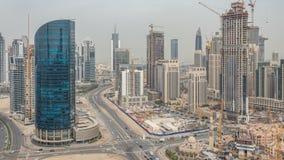 Horizonte céntrico de la bahía de Dubai y del negocio con el timelapse recidential de las torres, visión desde el tejado almacen de video