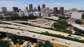 Horizonte céntrico de la ciudad de Atlanta Georgia Rush Hour Traffic Dusk almacen de metraje de vídeo