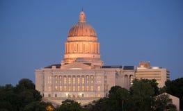 Horizonte céntrico de la ciudad de Jefferson City Missouri Capital Building Imagenes de archivo