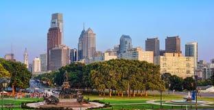 Horizonte céntrico de la ciudad del paisaje urbano del PA de Philadelphia Fotos de archivo libres de regalías