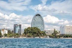 Horizonte céntrico de la costa de la ciudad de Limassol, Chipre foto de archivo
