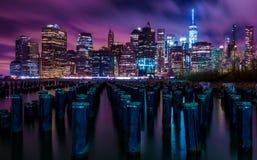 Horizonte céntrico de la noche de Manhattan New York City Foto de archivo libre de regalías