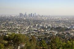 Horizonte céntrico de Los Ángeles en distancia Fotografía de archivo libre de regalías