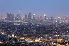 Horizonte céntrico de Los Ángeles en la noche Fotografía de archivo libre de regalías