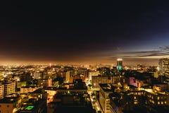 Horizonte céntrico de Los Ángeles en la noche foto de archivo libre de regalías