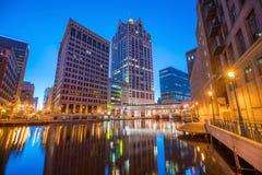 Horizonte céntrico de Milwaukee en los E.E.U.U. foto de archivo libre de regalías