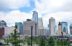 Horizonte céntrico de Minneapolis Imagen de archivo libre de regalías