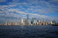 Horizonte céntrico de New York City con Freedom Tower según lo visto Jersey City de abril de 2017 Imagen de archivo