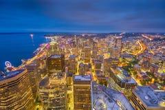 Horizonte céntrico de Seattle, Washington, los E.E.U.U. en la noche Imágenes de archivo libres de regalías