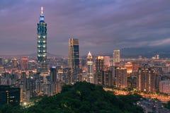 Horizonte céntrico del negocio central de la ciudad de Taipei foto de archivo