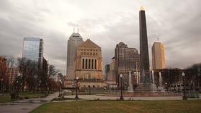 Horizonte céntrico Indianapolis Indiana Storm Clouds de la ciudad almacen de metraje de vídeo
