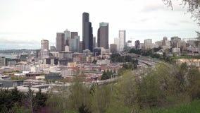 Horizonte céntrico y autopista sin peaje 4K UHD de Seattle almacen de metraje de vídeo