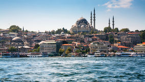 Horizonte canal del cuerno y de la ciudad de oro de Estambul Foto de archivo libre de regalías