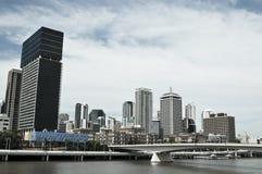 Horizonte central del distrito financiero de la alta subida, Brisbane, Australia imágenes de archivo libres de regalías