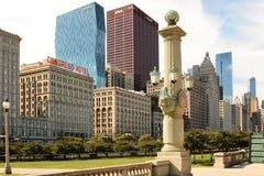 Horizonte Chicago de la avenida de Michigan Foto de archivo libre de regalías