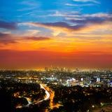 Horizonte céntrico California de la puesta del sol de Los Ángeles de la noche del LA Imagen de archivo