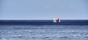 Horizonte com veleiros Imagens de Stock