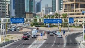 Horizonte con el hyperlapse del timelapse de los rascacielos en la ciudad de Kuwait céntrica La ciudad de Kuwait, Oriente Medio almacen de video