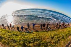 Horizonte curvado mar de la salida del sol de los pescadores Foto de archivo