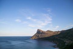 Horizonte da montanha do oceano fotografia de stock