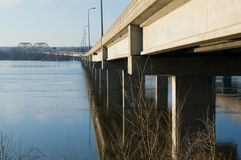 Horizonte da ponte do cedro Fotos de Stock Royalty Free