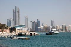 Horizonte de Abu Dhabi Imagen de archivo libre de regalías