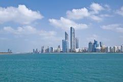 Horizonte de Abu Dhabi Foto de archivo libre de regalías