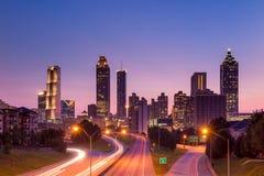 Horizonte de Atlanta durante crepúsculo Imágenes de archivo libres de regalías