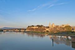 Horizonte de Avignon, Francia imagenes de archivo
