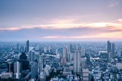 Horizonte de Bangkok de la visi?n a?rea del edificio de Mahanakorn en Bangkok, Tailandia imagenes de archivo