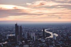 Horizonte de Bangkok de la visi?n a?rea del edificio de Mahanakorn en Bangkok, Tailandia fotografía de archivo