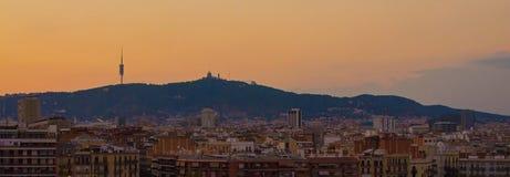 Horizonte de Barcelona en la puesta del sol Foto de archivo libre de regalías