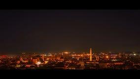 Horizonte de Bolonia en la oscuridad, 4K Timelapse, Bolonia, Emilia Romagna, Italia almacen de video