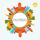 Horizonte de Bombay la India con los edificios del color, el cielo azul y el balneario de la copia stock de ilustración