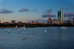 Horizonte de Boston con los barcos de vela Imagenes de archivo
