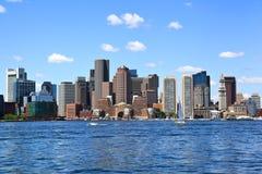 Horizonte de Boston en el puerto fotos de archivo libres de regalías