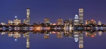 Horizonte de Boston en la bahía posterior Imágenes de archivo libres de regalías