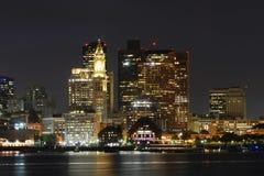 Horizonte de Boston en la noche, Massachusetts, los E.E.U.U. imagen de archivo