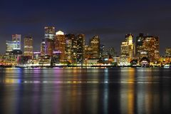 Horizonte de Boston en la noche, Massachusetts, los E.E.U.U. Foto de archivo libre de regalías