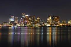 Horizonte de Boston en la noche, Massachusetts, los E.E.U.U. Fotos de archivo