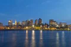 Horizonte de Boston en la noche, Massachusetts, los E.E.U.U. Foto de archivo