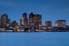 Horizonte de Boston en la oscuridad fotografía de archivo libre de regalías