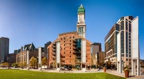 Horizonte de Boston en un día hermoso con la torre de aduanas Imagen de archivo