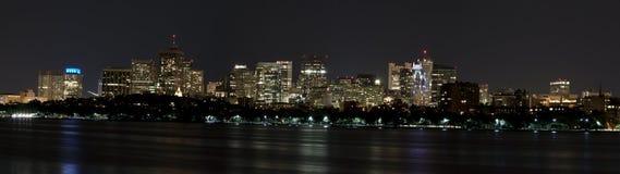 Horizonte de Boston, mA, en la noche Fotos de archivo