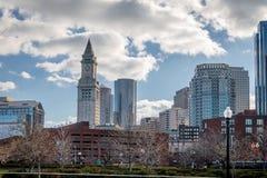 Horizonte de Boston y torre de reloj de aduanas - Boston, Massachusetts, los E.E.U.U. Imagenes de archivo