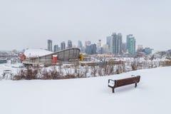 Horizonte de Calgary en el invierno imagen de archivo libre de regalías