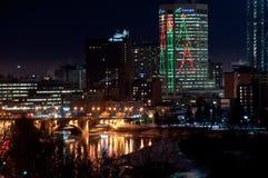 Horizonte de Calgary en la Navidad Imagenes de archivo